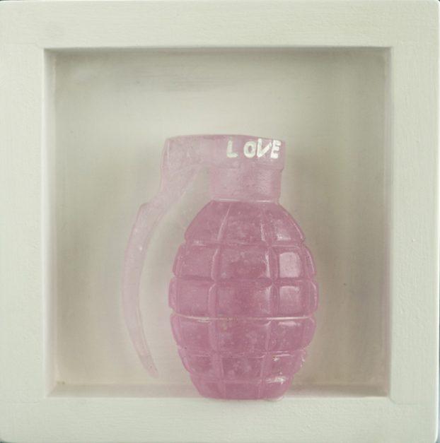 Levenson Silvia, Love, 2020, Vetro fuso a cera persa, legno(lost wax glass, wood), 15x15x4,5 cm, Foto Marco del Comune copia